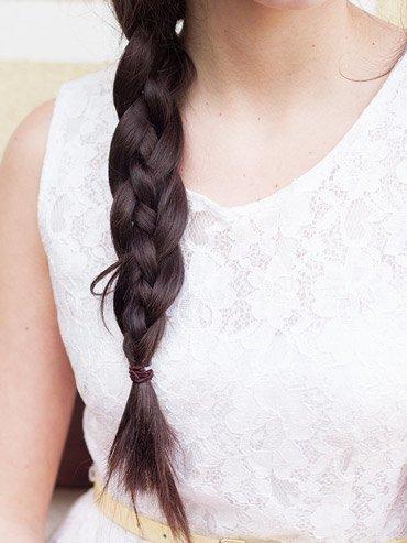 Klassicheskaya kosa iz chetyrekh pryadey (5)