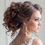 Прически на свадьбу на средние волосы: с фатой, челкой или цветами