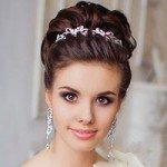 Прическа с диадемой: 10 красивых вариантов