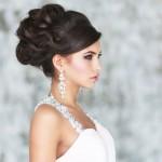 10 модных причесок на свадьбу с челкой
