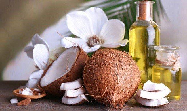 vozrozhdenie-brovej-i-resnic-s-pomoshchyu-kokosovogo-masla2