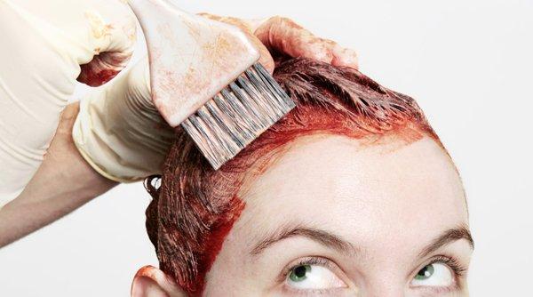 Чем оттереть краску для волос с кожи и одежды? Чем смыть краску для волос с кожи рук, лица и тела; как отстирать краску с одежды?
